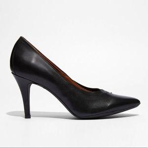 Levi's • Black Leather Gettyo Pointy Heels